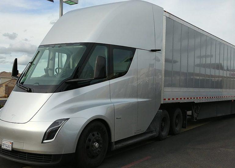 1200px-Tesla_Semi_3